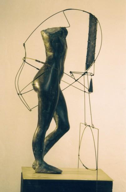 amazone - bronze et corde à piano H.0.8 m