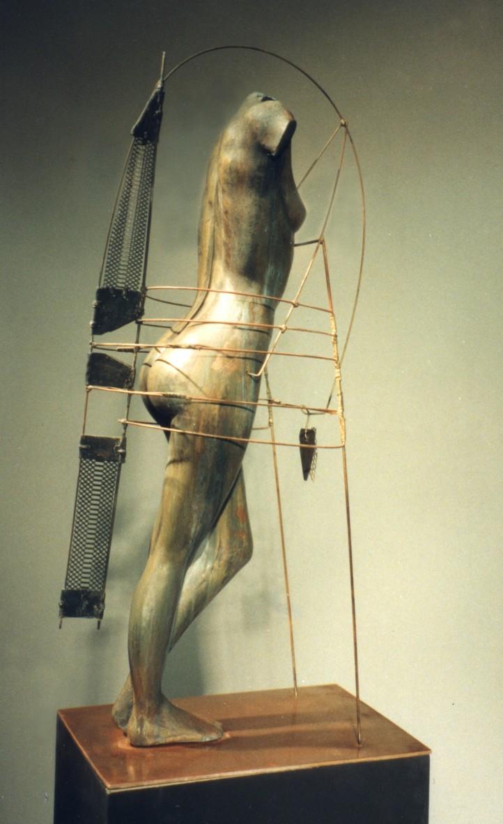 amazone (de poupe) bronze H.0.8m